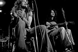 Jimi Page y Robert Plant, voz y guitarra de Lez Zeppelin Photo by Heinrich Klaffs