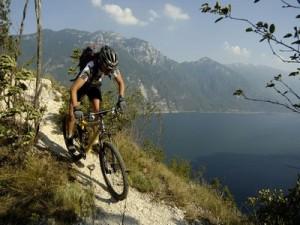Bicicleta de montaña photo by visitgarda.com
