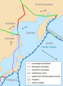 Al sur de Tokio confluyen la placa de Filipinas y las microplacas de Okhotsk y Amur - CC-by-sa Psbsub