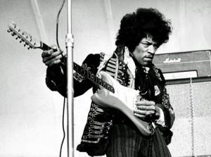 Jimi Hendrix popularizó el uso del pedal wha wha y la distorsión