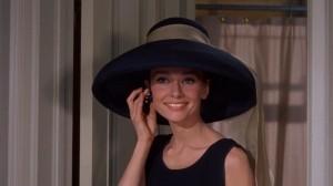 """Escena de la mítica película """"Desayuno con diamantes"""" con una bella y elegante Audrey Hepburn"""