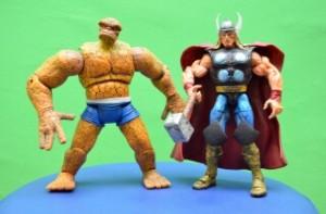 Superhéroes La Cosa y Thor en figuras: juguetes para niños y figuras para coleccionistas