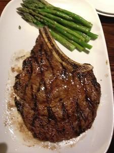 Ribeye_steak_and_asparagus