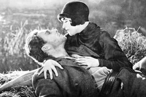 """Crítica y escenas de """"Amanecer"""", película en blanco y negro, clásico del cine de género romántico"""
