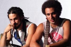 Roberto San Martín (Tito) y Alberto Yoel (Ruy) - Imagen by Warner Bros