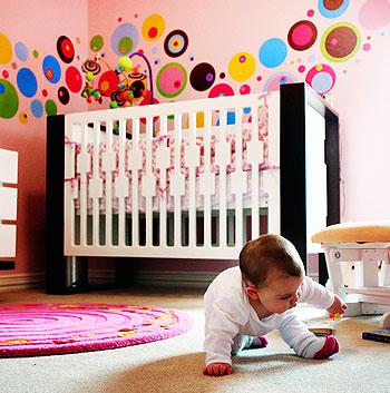 Una habitación del bebé cómoda y segura
