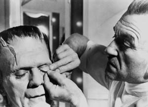 Jack Pierce trabajando en el maquillaje de Karloff - Imagen by Universal Pictures