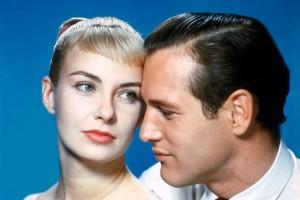 """El actor Paul Newman con su esposa, Joanne Woodward, en una imagen promocional de """"El largo y cálido verano""""."""