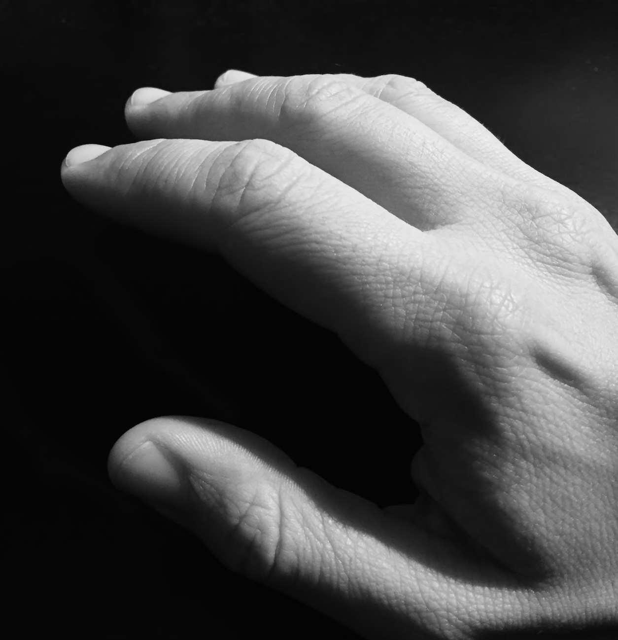 Reducir el temblor de manos en el uso de pantallas táctiles