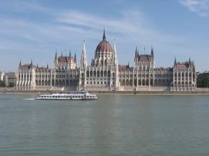 Parlamento de Budapest, uno de los más grandes de Europa