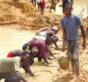 Mineros de diamantes en Sierra Leona - CC-by Laura Lartigue