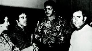 """Salvador Ruiz con Baldo Lois y Lou Ferrigno (El Increíble Hulk de TV) en el Mr. Universo de Verona 1974. Foto, revista """"Las Pesas"""""""