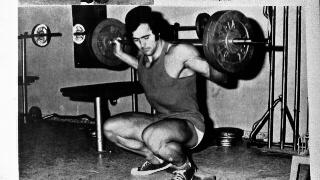 """Salvador Ruiz, entrenando en el gimnasio Olimpia en los años 70. Foto, revista """"Las Pesas""""."""