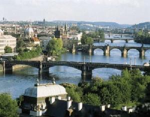 El río Moldava atraviesa la capital checa