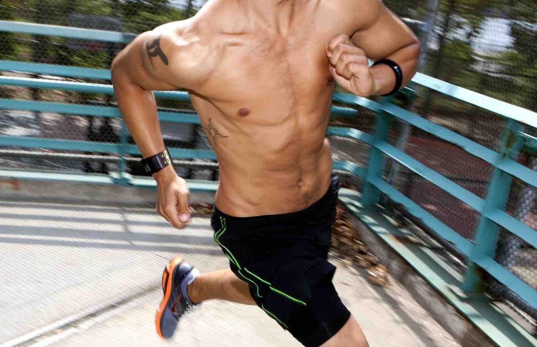 Pulseras running con pulsómetro para monitorizar la frecuencia cardíaca en carrera