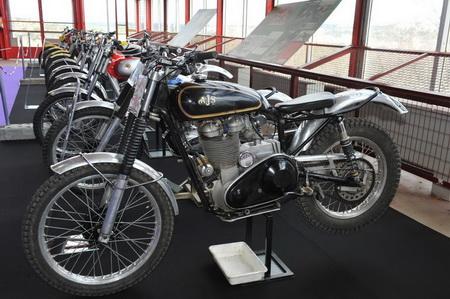 Motos clásicas en la exposición del vehículo clásico de Madrid