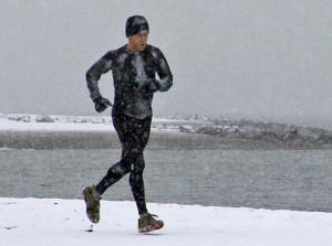 Corriendo en tiempo frío: gorro, mallas, chaqueta y guantes- Alfred Hermida