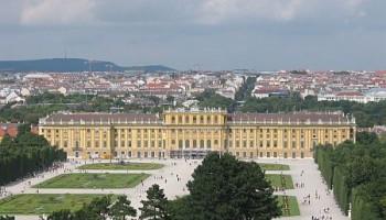 El Palacio de Schönbrunn visto desde sus jardines