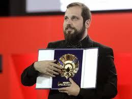 Carlos Vermut con la concha de oro del Festival de San Sebastian