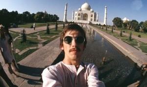 Selfie de George Harrison en el Taj Mahal. Fotografía en: http://www.cribeo.com