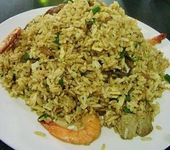 Cómo hacer arroz chaufa con mariscos
