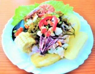 Ceviche peruano de pescado y mariscos: ceviche mixto