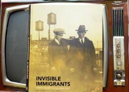 """El libro de Luis Argeo y James Fernández """"Invisble Immigrants""""."""