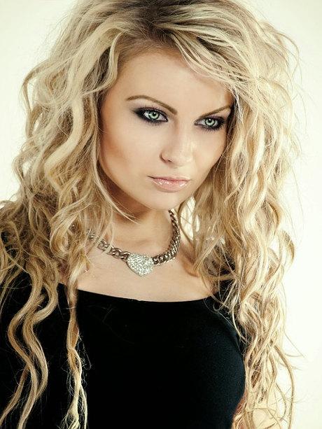 comprar rulos trmicos tenacillas o rizadores para el pelo es la solucin para transformar una melena lisa en una cascada de rizos o en unas bonitas ondas - Peinados Con Tenacillas