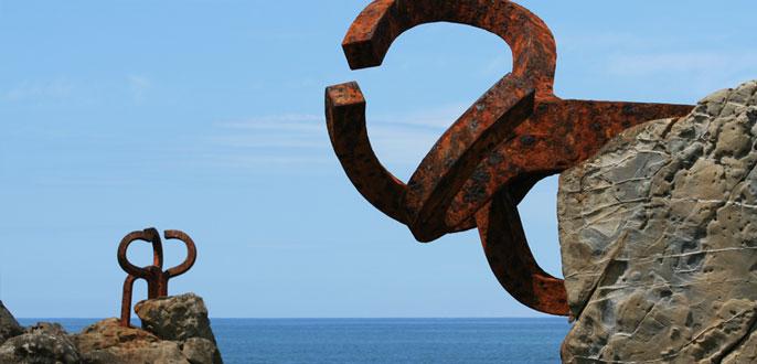 Monumentos en las playas españolas, fotos curiosas