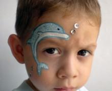 Maquillaje de delfín con burbujas de lentejuela