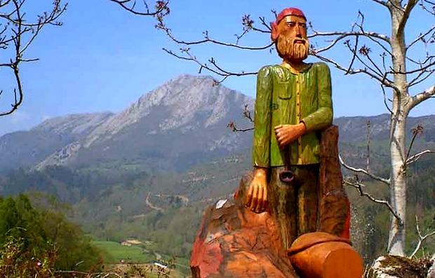 Ruta El Camín Encantáu, en Llanes, Asturias