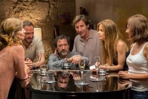 """Escena de grupo de los protagonistas de """"Felices 140"""", dirigida por Gracia Querejeta"""