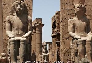 Luxor, uno de los templos mñas antiguos del Viejo Egipto de los faraones