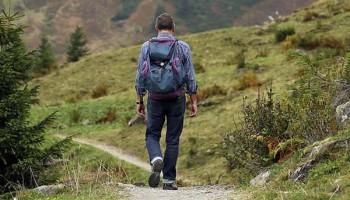 Equipo de senderismo y equipamiento para hacer excursiones, treking, montaña