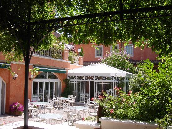 Hoteles baratos en Madrid con encanto e incluso de lujo