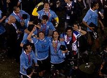 Uruguay, actual campeón de la Copa América, celebrando el titulo
