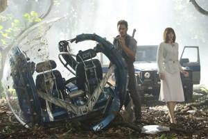 """Escena de """"Jurassic World"""" con los actores Chris Pratt y Bryce Dallas Howard"""