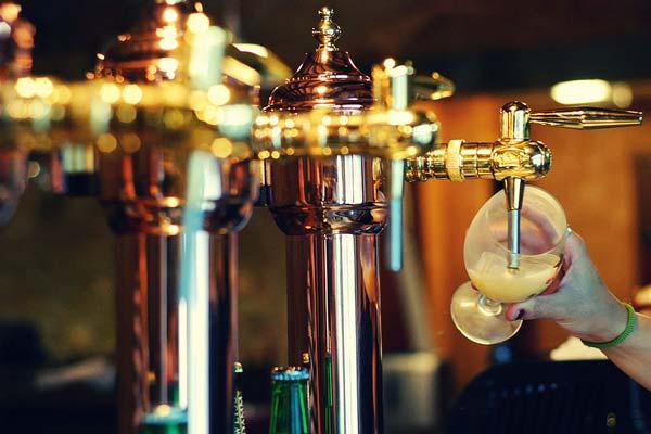 La cerveza más barata del mundo la encuentras en Cracovia, Málaga, Sevilla, Madrid o Barcelona