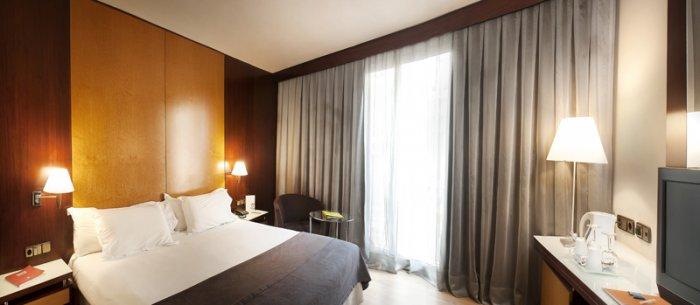 Hoteles baratos en madrid con encanto e incluso de lujo for Hoteles puerta del sol baratos