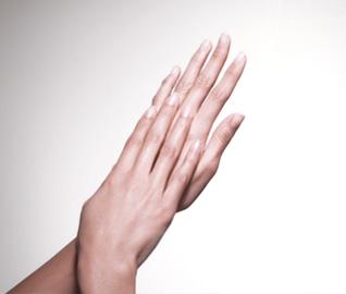 Manos perfectas, cuidadas y uñas bonitas