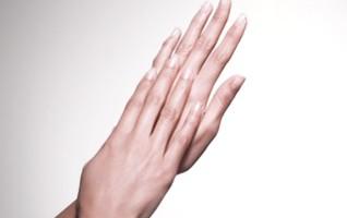 Manos y uñas cuidadas