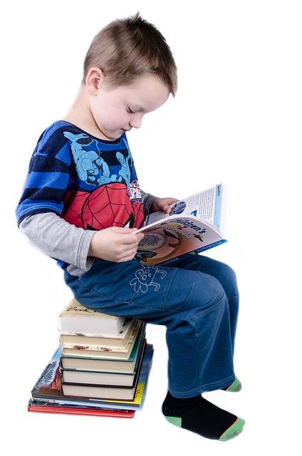 La lectura relaja al niño por la noche