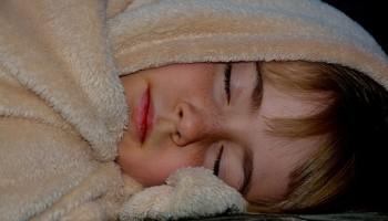 El niño sonámbulo recupera el sueño