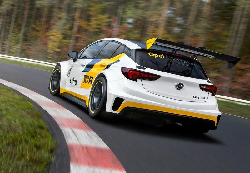 Vista trasera del Opel Astra TCR