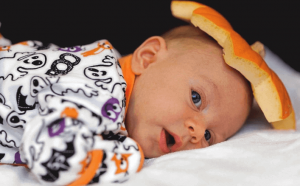 Bebé disfrazado de calabaza