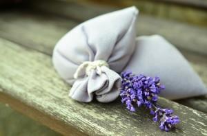 Sacos con aroma a lavanda para perfumar la ropa.