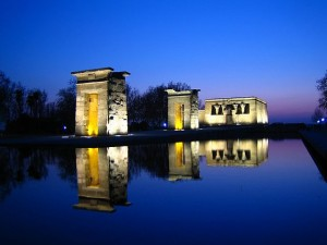 Debido a la ayuda española a Egipto, el pais arabe regaló este templo a la ciudad de Madrid