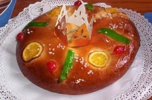 Roscón de Reyes con corona para la figura