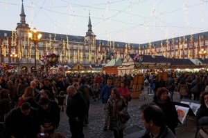Madrid_-_Mercado_navideño_Plaza_Mayor_-_121223_175909