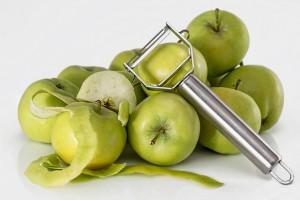 Manzana verde para preparar ensalada de manzana navideña